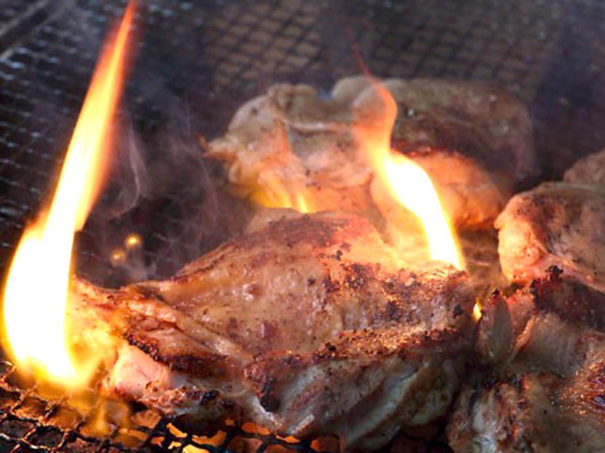 肉を焼く様子
