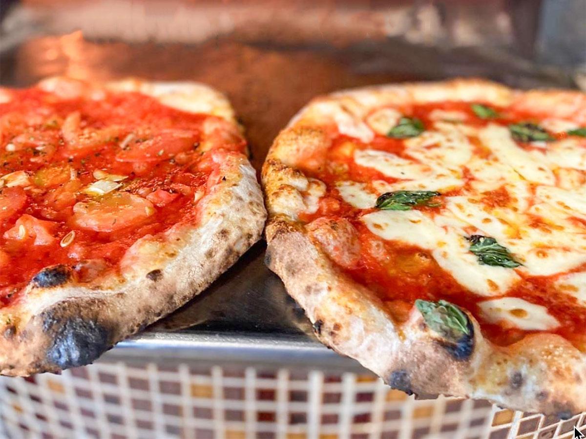 チャタカフェのまき窯で焼いたピザ