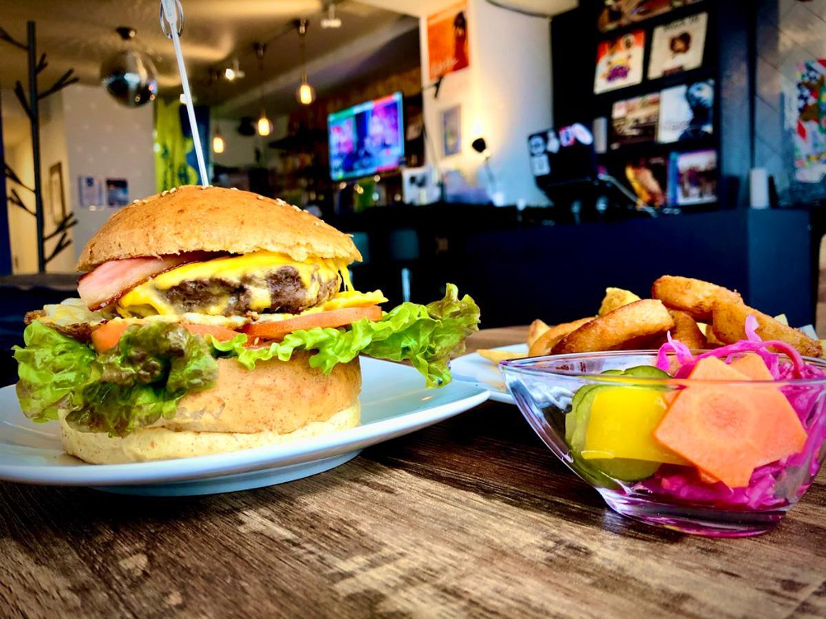 「カラーズ」のハンバーガー