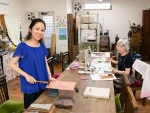 鹿児島の七宝・彫金アトリエ「本村工芸美術研究所」、3代目が継ぎ10周年