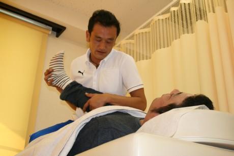加古川駅前ベルデモール商店街に鍼灸師が開院して1カ月。元サッカートレーナーで院長の李さん。