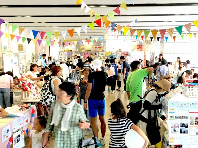 会場では教室や出店がズラリと並ぶ。写真提供=兵庫県立東播磨生活創造センター「かこむ」