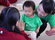 加古川の高校に「赤ちゃん先生」 赤ちゃんと触れ合い、高校生ら「ママの経験」ヒントに