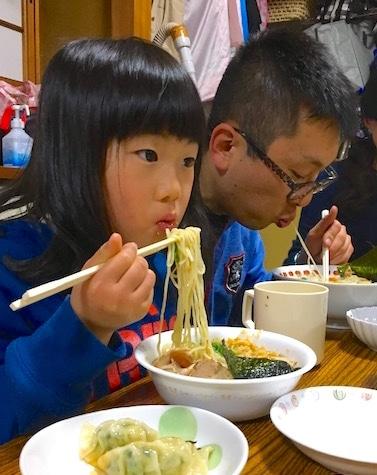 「播州ぬーどるず」が子ども食堂とコラボ 子どもたちに本格ラーメン提供