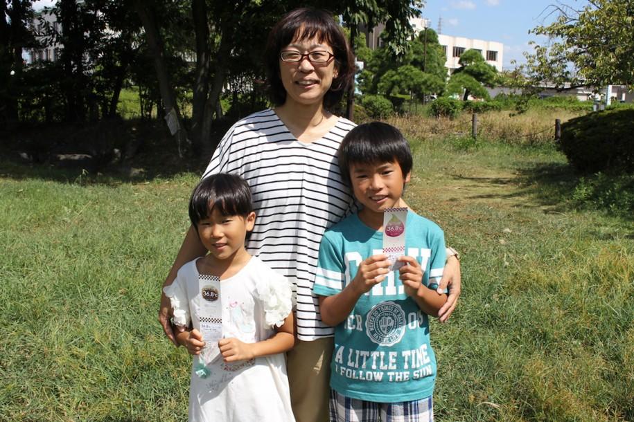 出演した中井駿君(右)、母親の幸子さん(中)、妹のさくらちゃん(左)