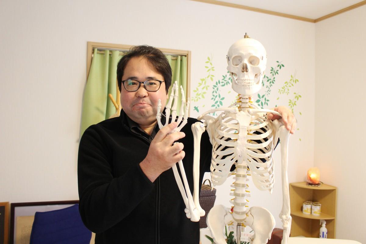 人体模型と院長の工藤さん