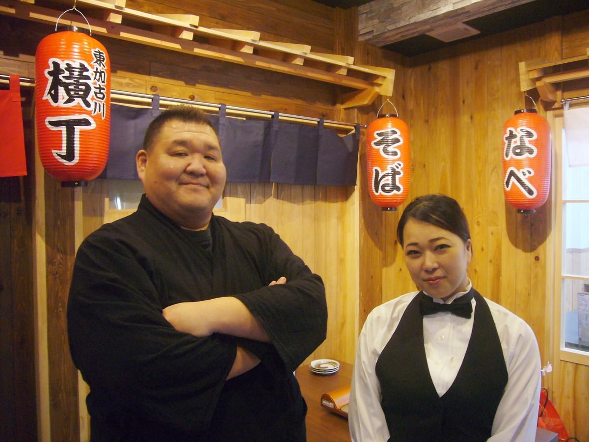 料理長の若翔洋さん(左)と店長の本岡さん