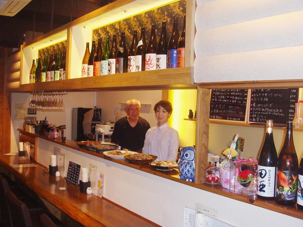 店長の日野由美子さん(右)と料理担当の日野一典さん