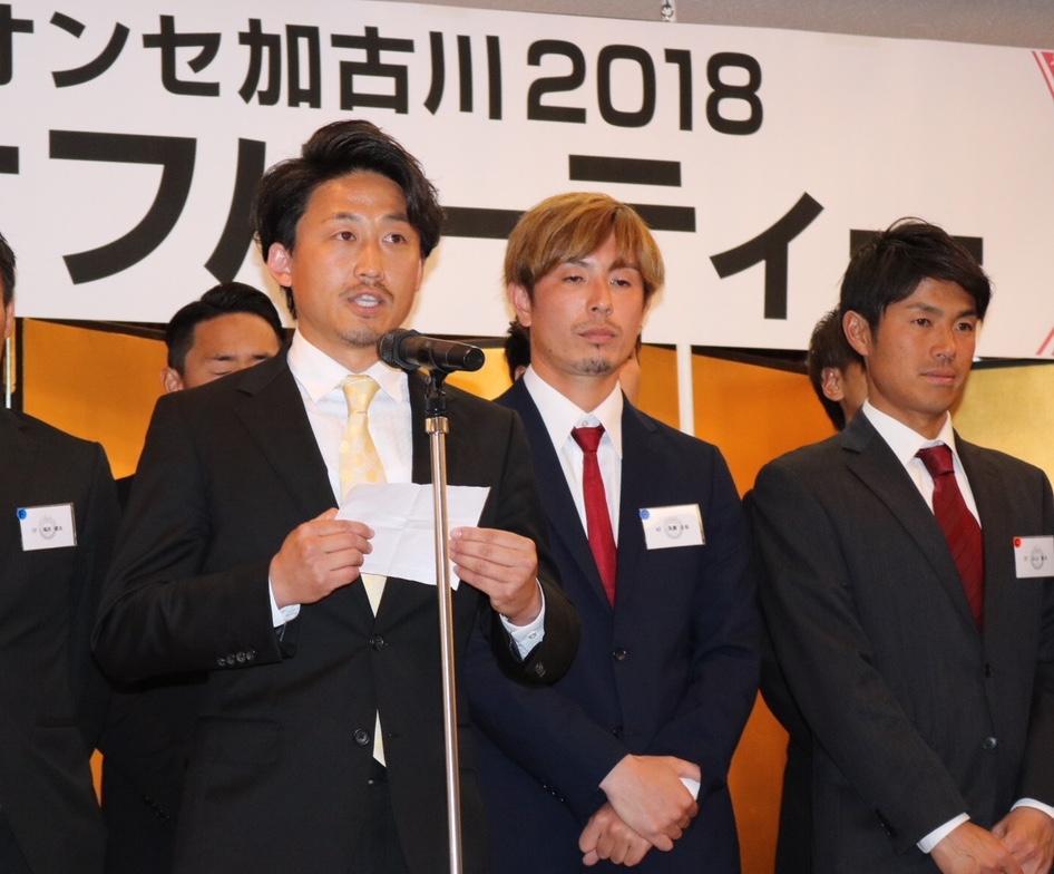 今シーズンの意気込みを話す大塚靖治監督