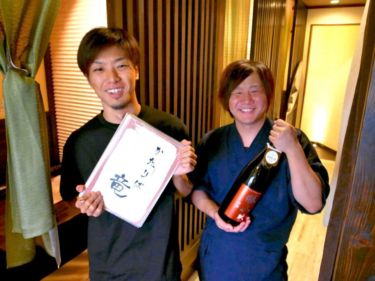 店主の山本さん(左)と千原さん(右)