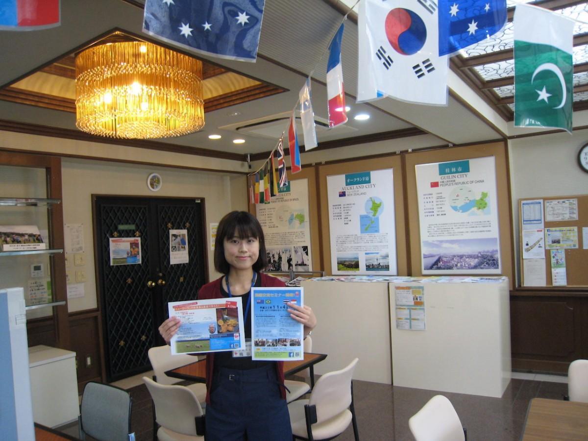 イベントをPRする「加古川国際交流協会」の梅谷真紀さん
