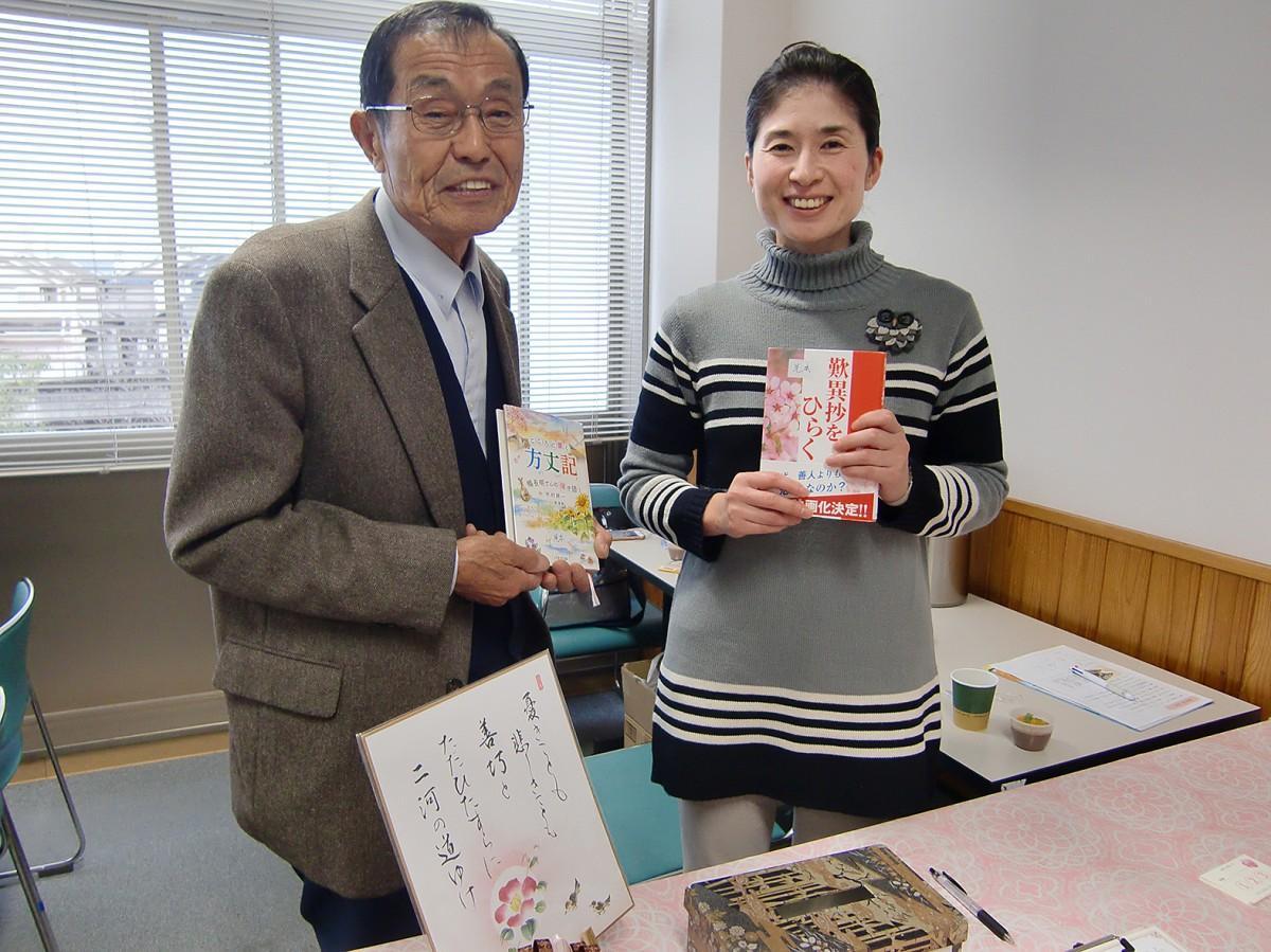 古典カフェを運営する山村さん(右)、山本さん(左)
