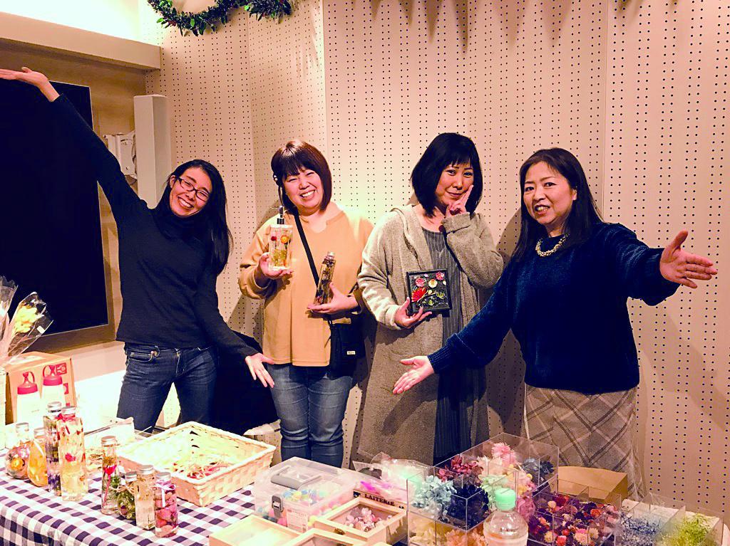 (左から)加古川のアトリエ村の谷口さん、福井さん、岩永さん、松井さん