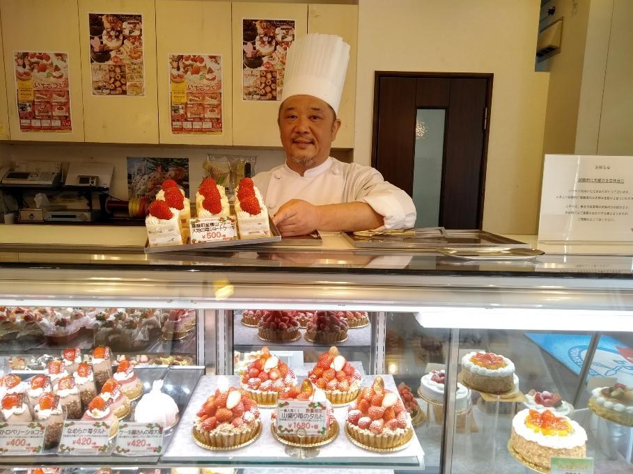朝摘みのイチゴを使ったケーキと渡辺勝也社長
