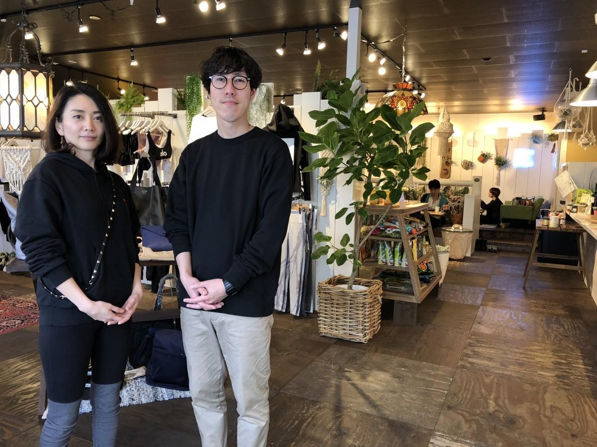 (左から)オーナーの高田智子さん、店長の田頭直人さん
