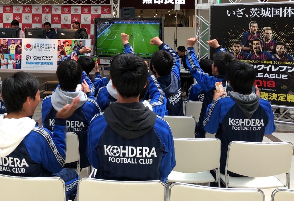 プレーヤーに声援を送る会場の観客