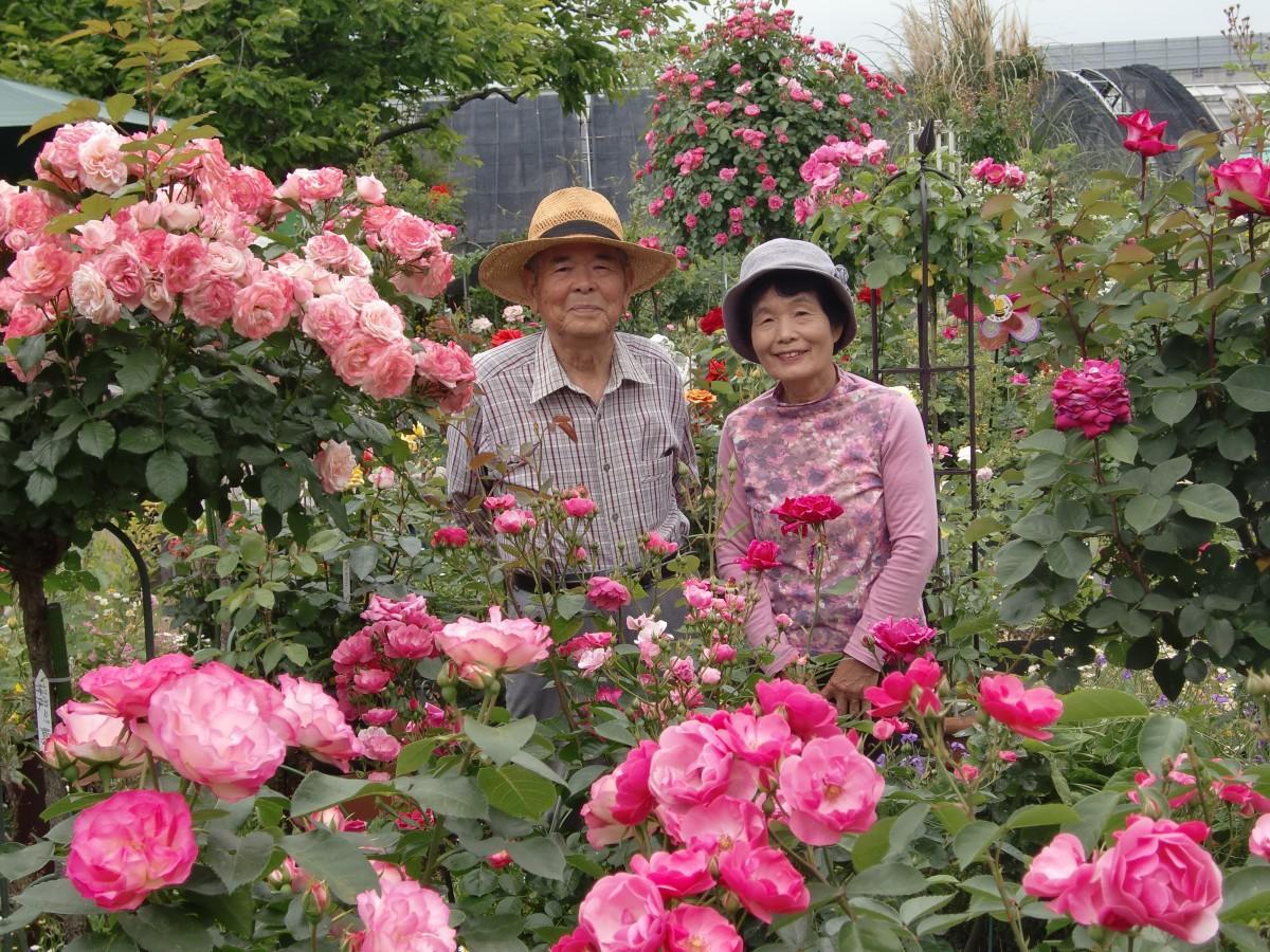 笑顔の竹中夫妻