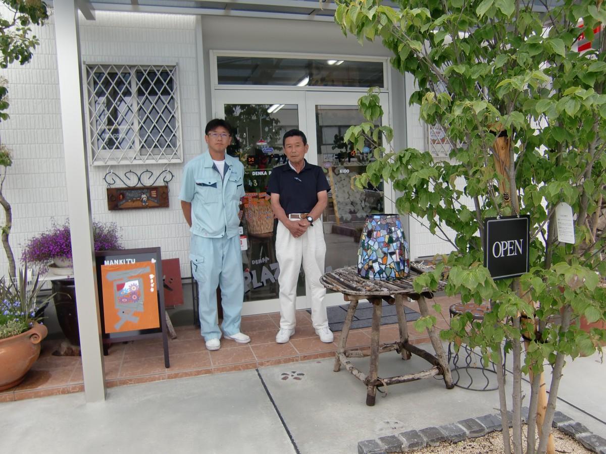 (左)長男の木戸一成さん、(右)店主の克幸さん