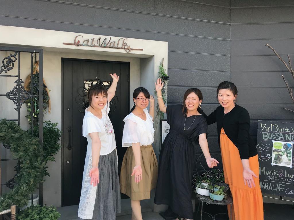 天野さん(左から2番目)とマルシェに出店する作家さん達