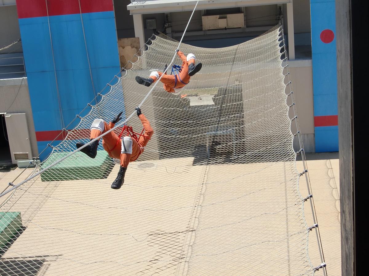 ロープブリッジ救助訓練の様子