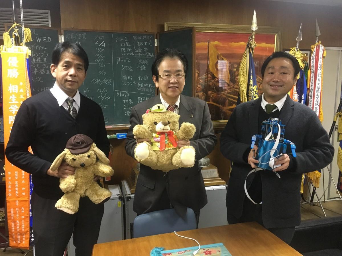 ロボット開発者の名生安さん、森和明さん、蓬莱高行さん(左から)