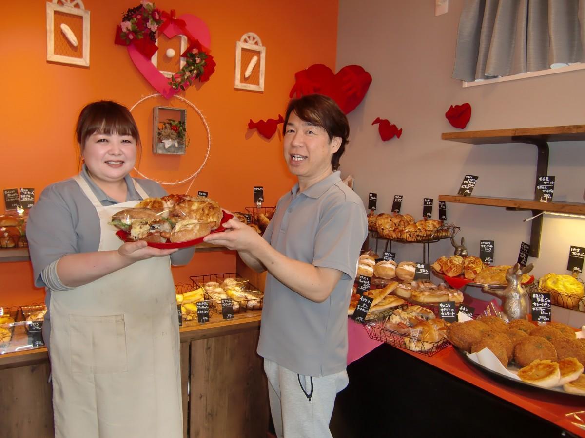 パン専門店「Bifrost」濱野さん(左)、店主の森さん(右)