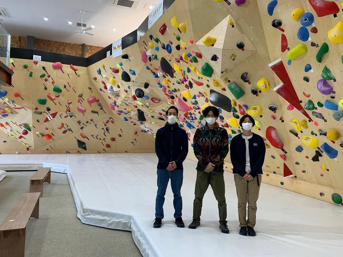ハイマートベルク クライミングジム (右から)渡邊紗那さん、店長の山口一樹さん、筧拓馬さん