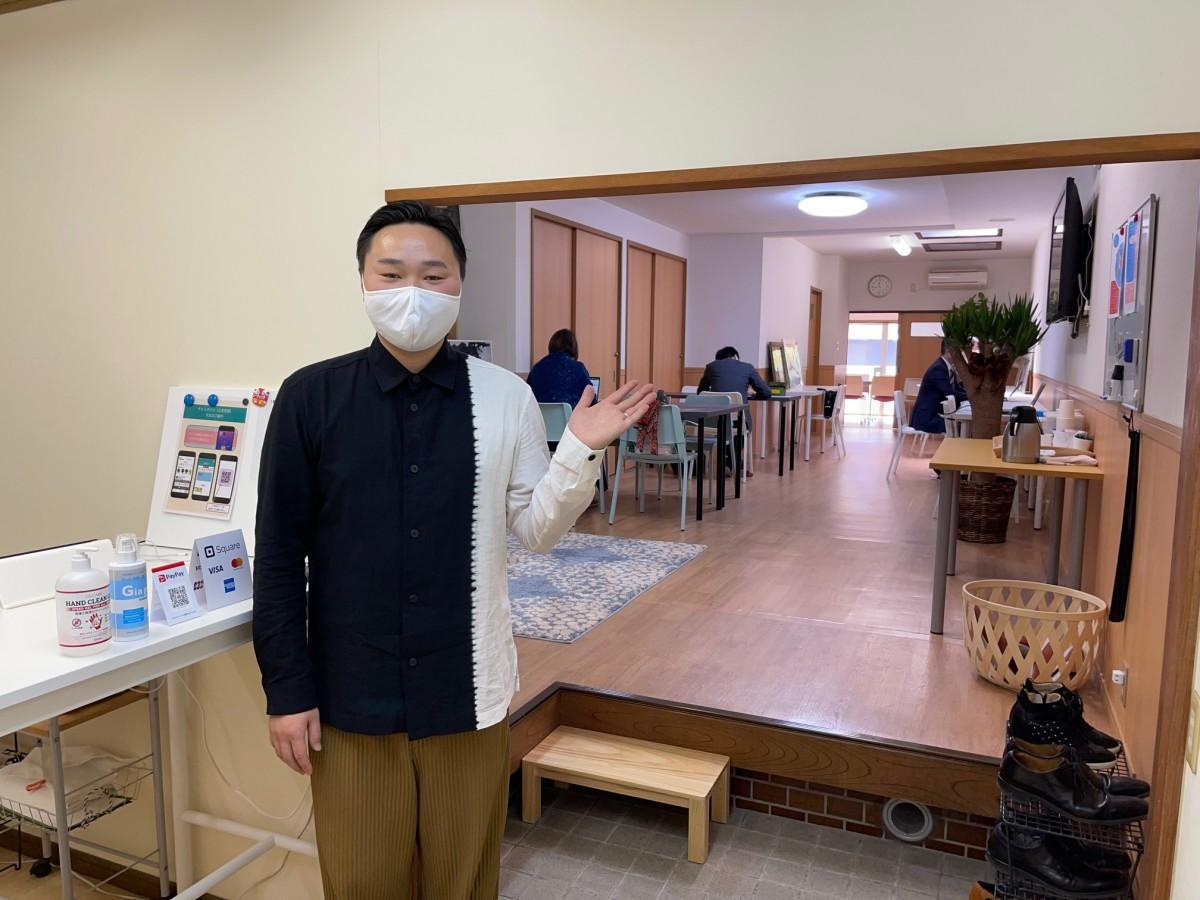 1階をPRするスタッフの杉田昭さん