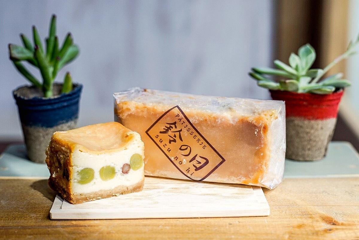 「北鎌倉チーズケーキ かのこ豆入り」。ホール状ではなく長方形なので持ち歩く際にも邪魔にならない