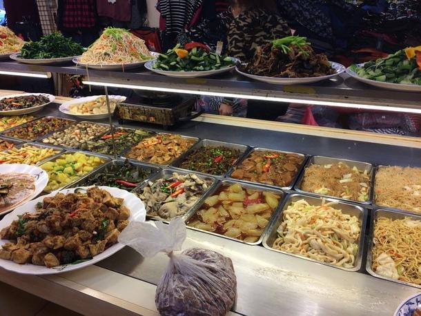 台湾のレストランでは動物性の素材を使わない食材が豊富に並んでいる