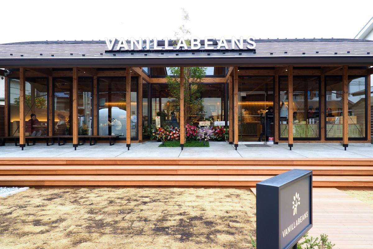 左右対称の木造建築が特徴の「バニラビーンズ鎌倉店」店舗外観