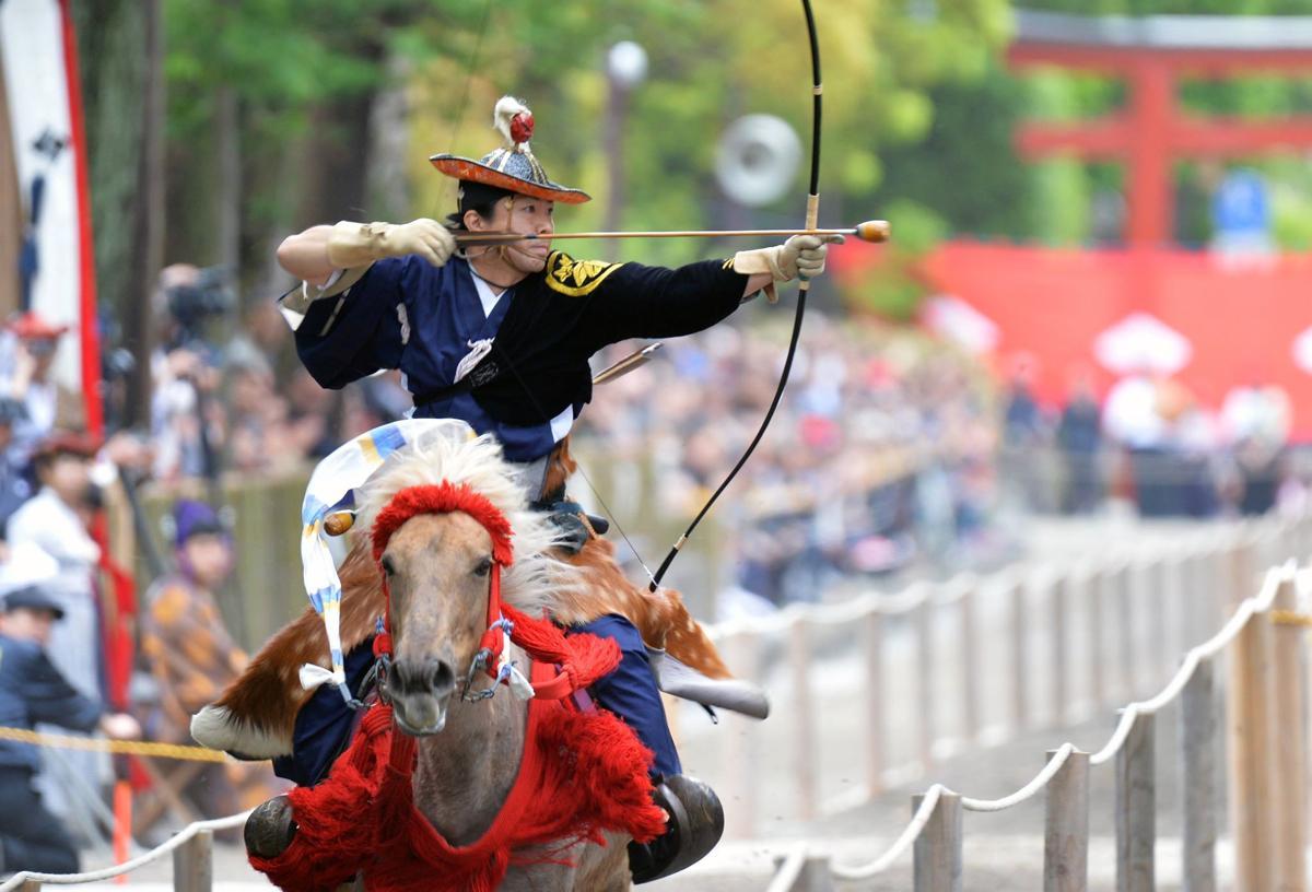 鎌倉まつりのフィナーレを飾る「流鏑馬」。間近を駆け抜ける人馬の姿は迫力満点