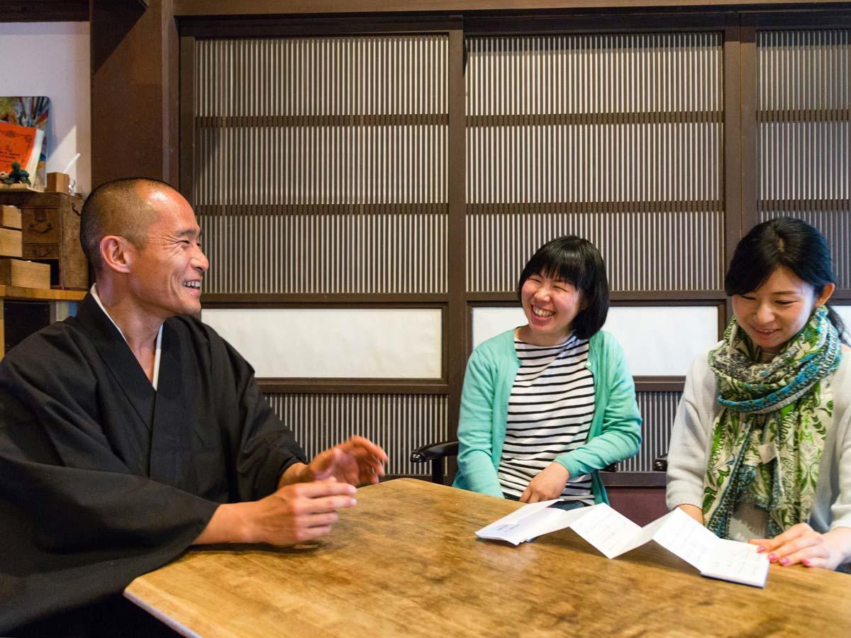 2018年に渋谷に「智照庵」を開き活動している僧侶の神田英昭さん。対話の中に仏教の教えを盛り込む