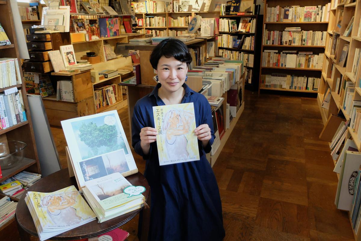 古書が並ぶのは元アトリエ。「実は私の父も画家。不思議な縁を感じる」と伊藤さん