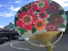 色鮮やかな「花づくし」で元気に 今年も鎌倉納涼うちわ発売