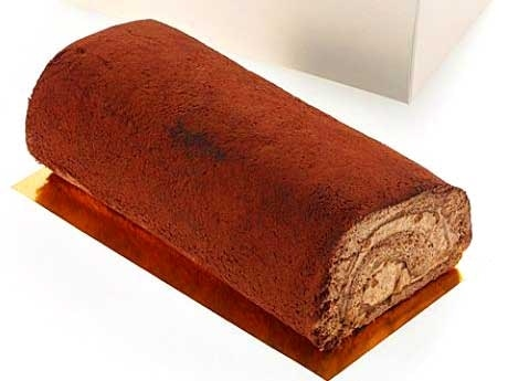 カカオパウダーとショコラクリームを使ったオリジナルのロールケーキ