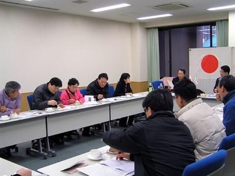 韓国の議員団が有機農法で作られた商品を試食