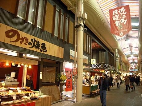 先行オープンした近江町市場の「いちば館」