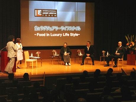 食について語る出席者。左から茂木さん、海豪さん、和服姿のロマーノさん、徳岡さん、高木さん。