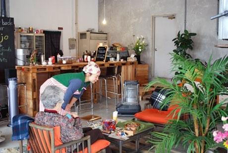 地元住人にも好評というカフェ「MOJO」