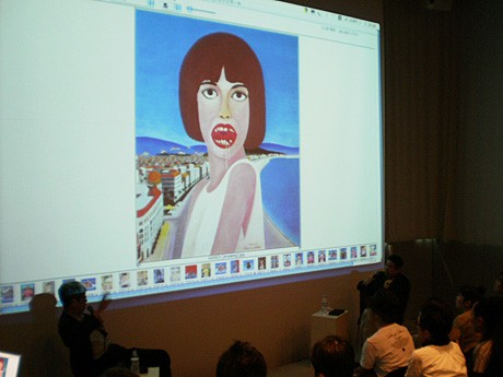 作品を説明しながら行われた、横尾忠則さんと酒井忠康さんによる記念対談