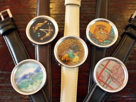 九谷焼と山中塗を文字盤に使った腕時計