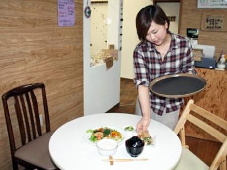 栄養士が献立を立て、調理した週替わりランチ
