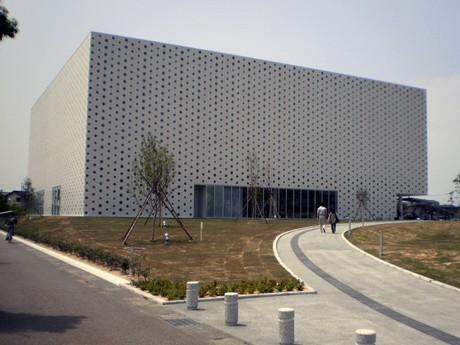 5月21日に開館した「金沢海みらい図書館」