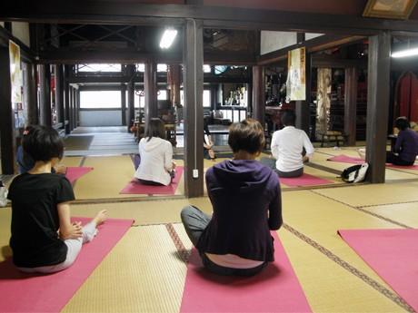 昨年10月に開催された「金沢のお寺で、ヨガ」