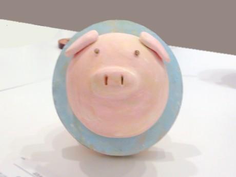 「わart展 金沢」の会場には「ぶたわ」などユニークな作品が登場した