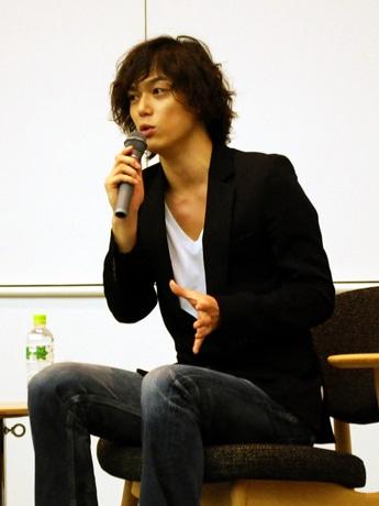 映画の魅力について語る金沢出身の俳優、塩谷瞬さん