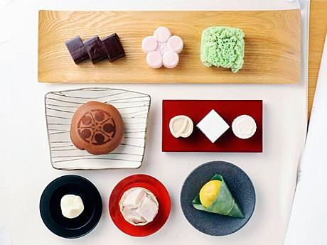 市内7店が用意する和菓子(JR西日本金沢支社提供)