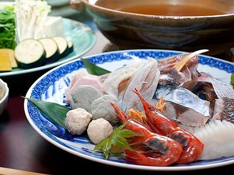 「ANAクラウンプラザホテル金沢」の「日本料理 雲海」で提供する「いしる仕立て能登海鮮鍋」