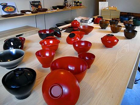 「椀だらけ展」が開催されている「輪島キリモト金沢店」の店内